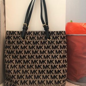Michael Kors bag. Lightly used. Summer cleaning!